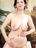 Nasty mature cougar get undressed for you