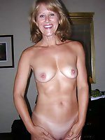 Gorgeous mature cutie posing fully naked