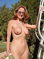 HQ mature moms showing off their slit