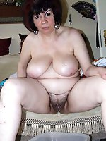Impressive mature slut getting pleasured on cam