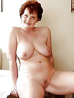 Delicious mature MILF playing with her pussy
